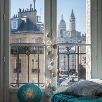 Guirlande LED 50 boules - Une chambre à Montmartre - Suggestions Premium - La Case de Cousin Paul